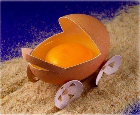 [Bild: Äggskal med äggula]