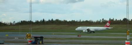 [Bild: Flygplanet (Turkish Airlines) landar]
