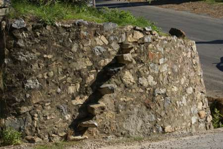 [Bidl: Trappsteg i muren vid Kyrkogården, Alanya, Turkiet]