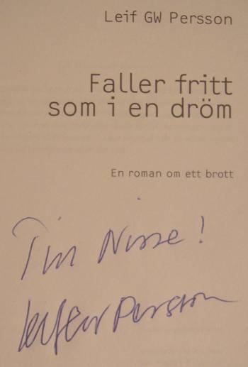 [Bild: Leif GW Persson signering av boken Faller fritt som i en dröm]