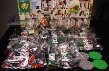 [Bild: Klicka på bilden så visas en liten animerad GIF-film i ett nytt fönster. Akt-01. LEGO Kingdoms King Castle nr: 7946]