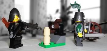 [Bild: Katapulten tillsammans med de 'onda' LEGO@ från 7946 och 7952]