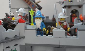 [Bild: LEGO@ Figuren från lucka 24 (7952) i borgen (7946)]