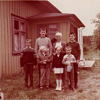 [Bild: Minka, Bullaren, 1962, min syster Ann-Marie och jag, m.fl.]
