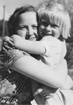 [Bild: morVivan och systerAM 27/5 1957]