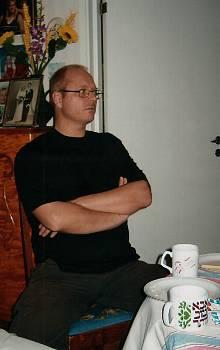 [Bild: Nisse, Hemma hos mor och far 24 sept 2005]