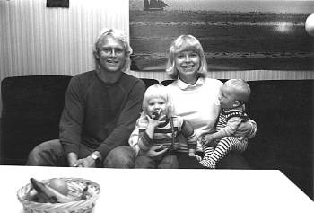 [Bild: Jag, Dottern, Syrran och Sonen. Snödroppsv 69, Vargön.]
