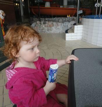 [Bild: Tova å glass, badhuset i Gävle]