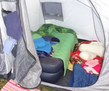[Bild: Luftbädden i tältet på Espeviks Camping]