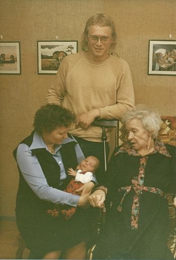 [Bild: 4 generationer på mors sida]