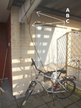 [Bild: Ny förankring av cykeln i fastigheten]