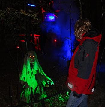 [Bild: Grästorp Ljusfestival vid Nossan Spökavsnittet]