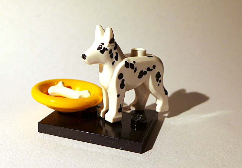 [Bild: LEGO minifugur Hund med Hundskål och ben]