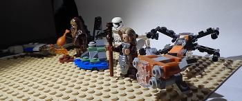 [Bild: LEGO 75245 Lucka 10 på plattan]