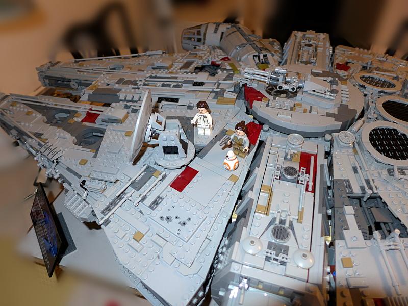 [Bild: LEGO 75192 Prinsessan Leia, Rey & BB-8 ska också få plats.]