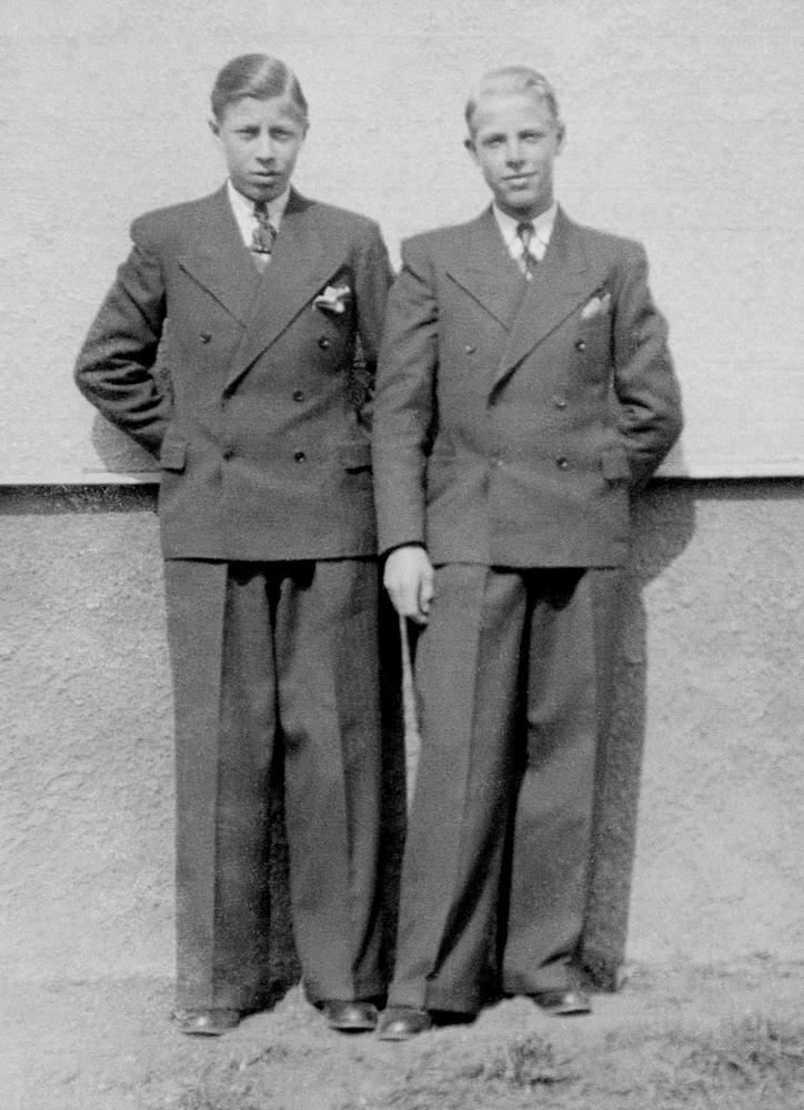 [Bild: Bröderna Arne & Nils 1942]