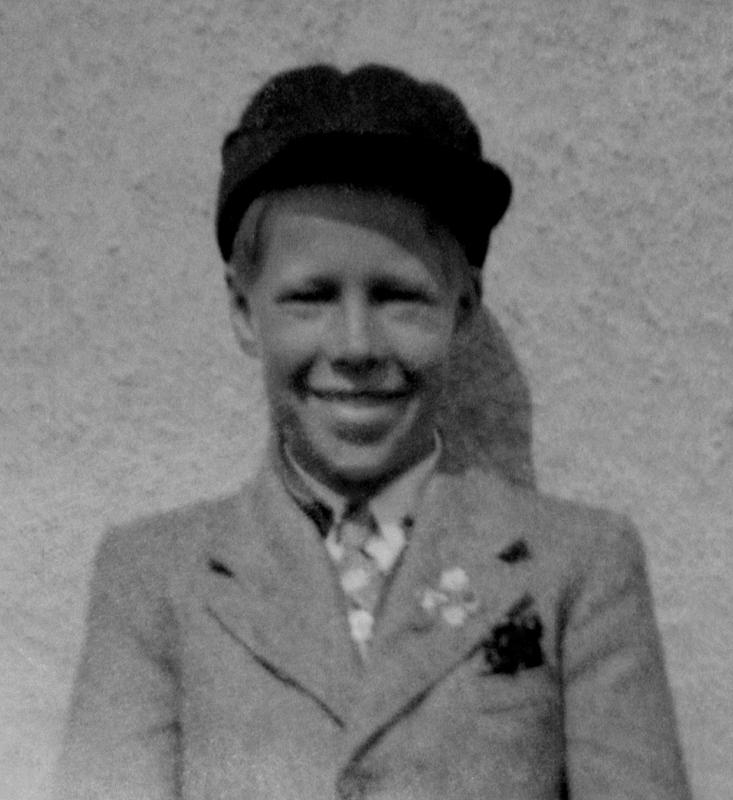 [Bild: 1942 kanske. I så fall är frabror Uno 13 år här.]