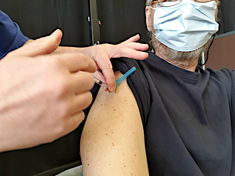 [Bild: covid-19-vaccinering Arena Vänersborg]