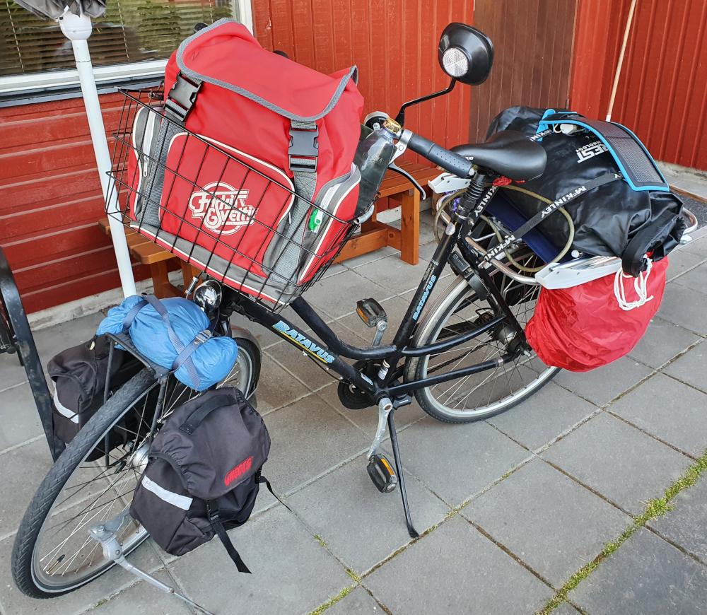 [Bild: Strax innan avfärd, packad cykel]